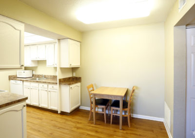 falcon-landing-apartments-bowling-green-oh-dining-area